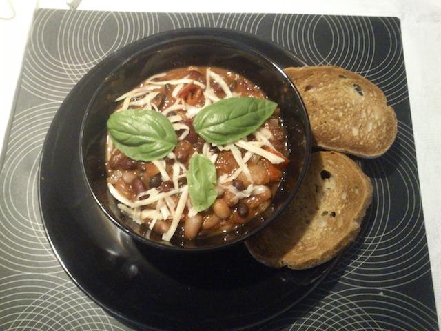 wegetariański gulasz z fasoli