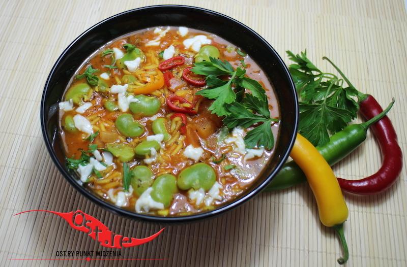 pikantna zupa z bobu i pomidorów