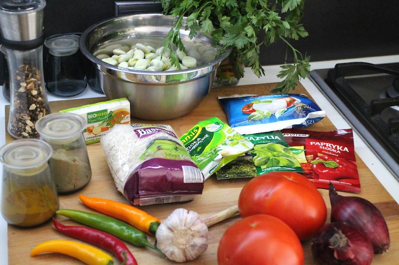 pikantna zupa z bobu i pomidorów - składniki